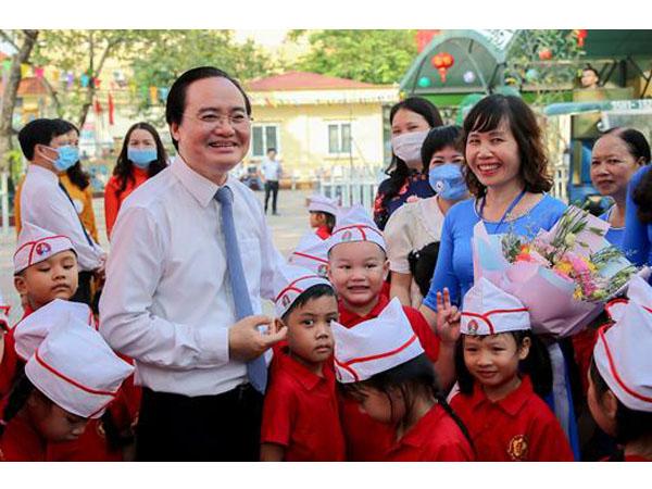 Bộ trưởng Phùng Xuân Nhạ chúc học sinh, giáo viên bước vào năm học mới với tâm thế tốt nhất
