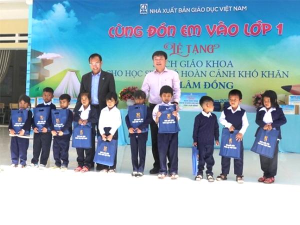 NXB Giáo dục Việt Nam triển khai chương trình tặng SGK